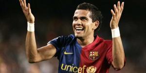 موندو ديبورتيفو تكشف موقف برشلونة من عودة داني ألفيش