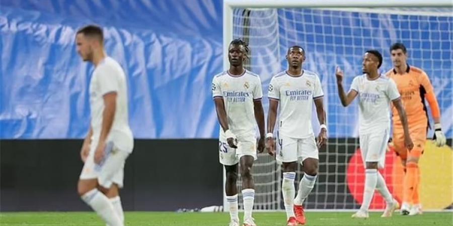 الإصابة تهدد مدافع ريال مدريد بالغياب عن الكلاسيكو أمام برشلونة